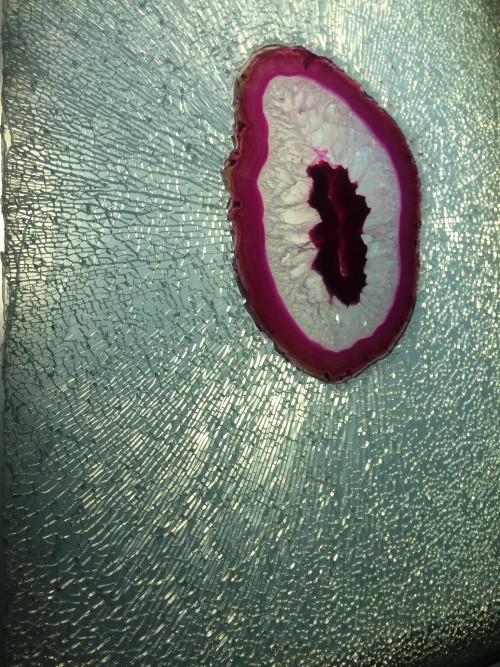Les Objets à Réaction Poetique (agate, shattered glass)