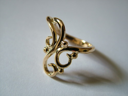 9ct yellow gold curl design ring